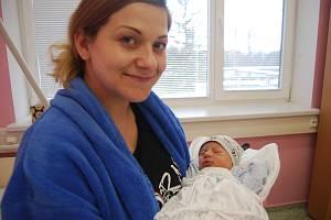 Prvním miminkem, které se narodilo na Nový rok v přerovské porodnici, je malý František. Na snímku se šťastnou maminkou Marií Matouškovou, která přijela do Přerova rodit z  Lipné u Potštátu.