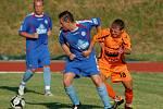 Fotbalisté 1.FC Viktorie Přerov (v modrém) v přípravě proti Zábřehu
