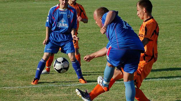 Fotbalisté 1.FC Viktorie Přerov (v modrém). Ilustrační foto