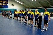 Exhibiční utkání mezi hokejisty HC Zubr Přerov a florbalisty FBC Přerov skončilo remízou 22:22. Foto: Deník/Jan Pořízek