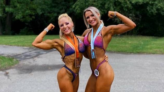 Lenka Červená-Bořutová (vlevo) a Anna Tereza Černošková během závodní sezony 2020.