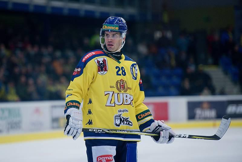 Hokejisté Přerova (ve žlutém) porazili České Budějovice po samostatných nájezdech. Josef Hrabal