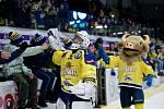 Hokejisté Přerova (ve žlutém) v utkání se Vsetínem. Lukáš Klimeš