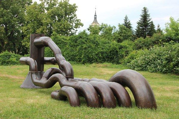 Kovové sochy jsou velkým lákadlem kletní návštěvě města Lipník nad Bečvou. Lukáš Rais: Noha.