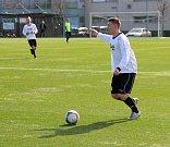 Fotbalisté Kozlovic (v bílém) v generálce na divizní jaro přehráli Ústí 3:0. Tibor Heger