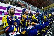 Hokejisté Přerova (v modrém) slaví po čtvrtém zápase předkola play-off s Prostějovem postup