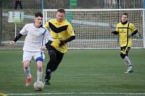 Fotbalisté Všechovic (ve žlutém) proti 1. FCV Přerov.