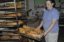 Pečení vánočky podle tradiční rodinné receptury přerovské pekárny Tiefenbach.