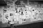 Během sametové revoluce se lidé v Přerově scházeli na prostranství před kinem Hvězda. Zeď u Prioru byla oblepená poselstvími a vzkazy.