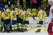 Hokejisté HC Zubr Přerov (ve žlutém) porazili pražskou Slavii