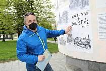 Výstava prací přerovského kreslíře Lubomíra Dostála na výlepové ploše u obchodního centra Přerovanka má lidem spravit náladu.