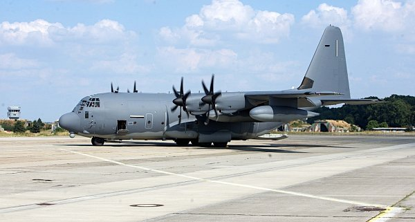 Lockheed C-130Hercules na letišti vBochoři