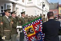 Slavnostní nástup útvaru s prohlídkou vojenské techniky u příležitosti oslav 90. výročí vzniku stálé vojenské posádky v Lipníku