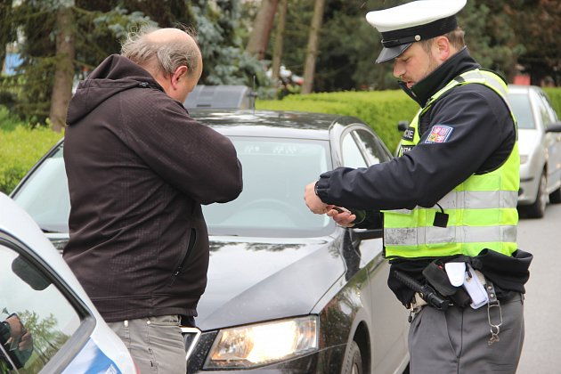Na vytipovaná místa, kde řidiči nejčastěji překračují povolenou rychlost, se ve středu zaměřili také policisté v Přerově - jedním z nich byla i silnice v Želatovské ulici.