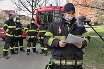 Velitel jednotky Sboru dobrovolných hasičů v Lipníku nad Bečvou Lukáš Vícha (vpopředí)
