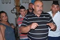 Romové ze Škodovy ulice přišli na jednání městského zastupitelstva