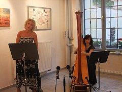 Sopranistka Jana Šelleová a harfistka Anastázie Tomková.