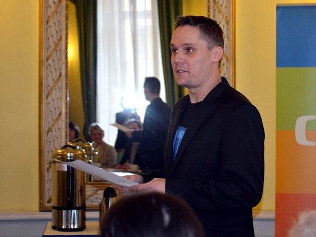 Michal Pospíšil uspěl v semifinálovém kole, o titul se utká s dalšími pěti pedagogy