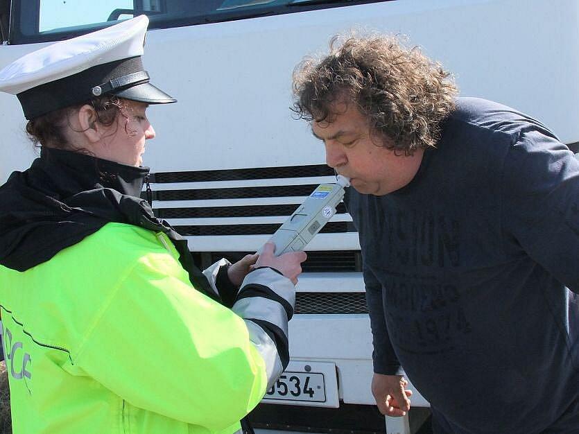 Policejní hlídky na obchvatu Horních Moštěnic