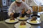 Příprava velikonočního menu na 12. ročníku mezinárodní soutěže pro mladé kuchaře a číšníky Gastro Makro Cup 2019 v restauraci Bečva v Přerově