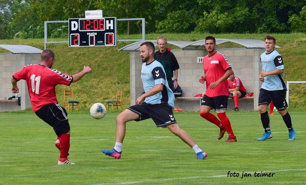 Fotbalisté Brodku u Přerova B (v modrém) proti TJ Sokol Soběchleby
