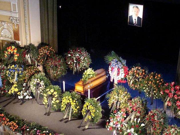 Rozloučení s bývalým starostou města a poslancem Jindřichem Valouchem v Městském domě v Přerově