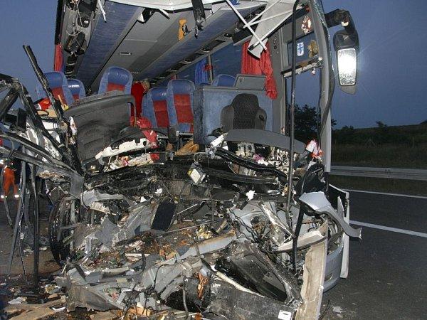 Autobus sklienty přerovské cestovní kanceláře Rialto travel havaroval 15.července na dálnici vSrbsku