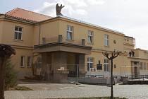 Foto: Jana Hostičková. Sokolovna v Kojetíně prochází náročnou rekonstrukcí. Vrátí se do původní podoby, kterou měla ve třicátých letech minulého století.