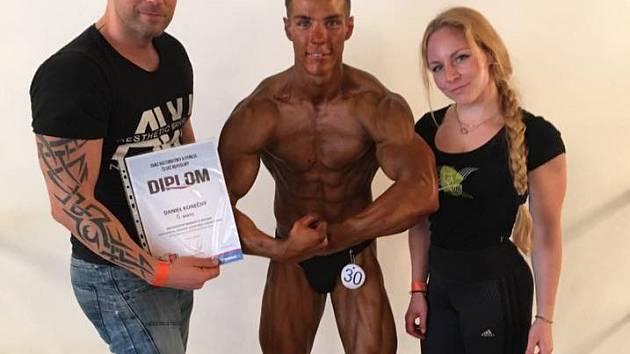 Naděje přerovského fitness Daniel Konečný (uprostřed)