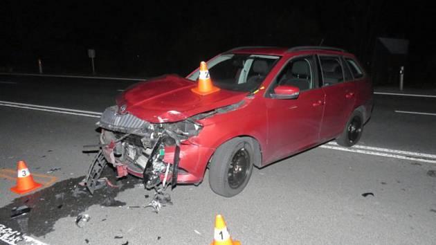 Čtvrt milionu korun - taková škoda vznikla při nehodě, která se stala v pondělí odpoledne na silnici mezi Lipníkem a Hranicemi.