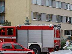 Hasiči a záchranná služba zasahují u požáru v Sokolské ulici v Přerově