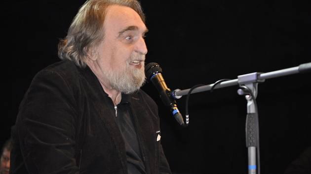 Skladatel a zpěvák Jaroslav Wykrent jako kmotr nového CD přerovské kapely Arrythmia