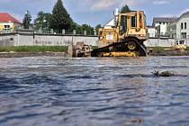 Úprava koryta a těžba sedimentů - řeka Bečva v Přerově