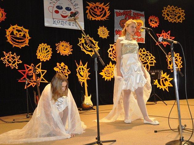 Děti z dvanácti dětských domovů představily své umění v přerovském klubu Teplo
