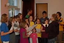Přerovská charita oslavila dvacet let od svého vzniku besedou v Centru Sonus a Mší svatou s koncertem v kostele sv. Vavřince