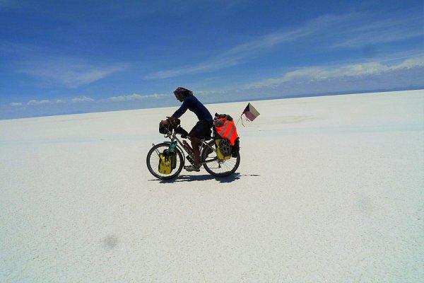 Cestovatel a hudebník Pavel Kadlíček zRokytnice uPřerova projel před dvěma lety na kole Patagonii. Vánoce prožil vBolívii.