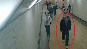 Po muži, kterého zachytil kamerový systém, pátrá policie.