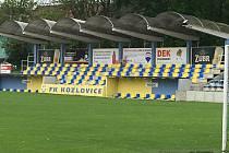 Tribuna fotbalového stadionu v Kozlovicích. Ilustrační foto