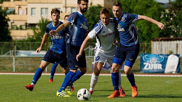 Fotbalisté 1. FC Viktorie Přerov (v modré). Ilustrační foto