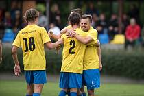 Fotbalisté Kozlovic (ve žlutém) porazili 3:0 Šumperk.