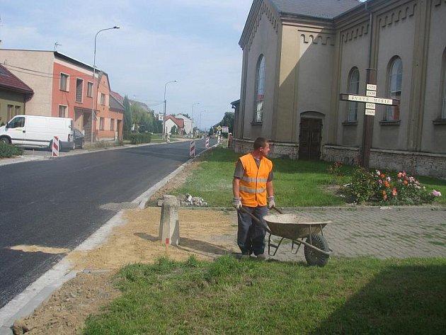 Oprava okolí silnice v Troubkách