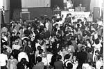 Disco kouli tehdy vyrobil Radim Zapletal, kterého později proslavila výroba lodí pro filmové ateliéry. Dvojice za mixážním pultem si říkala Dicco Bo-Wi - Bohuslav Přidal a Zdeněk Blažek Wincha.