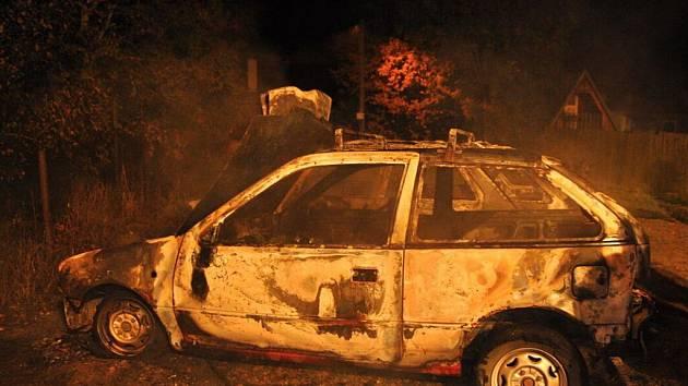 Požár dvou aut v Bohuslávkách