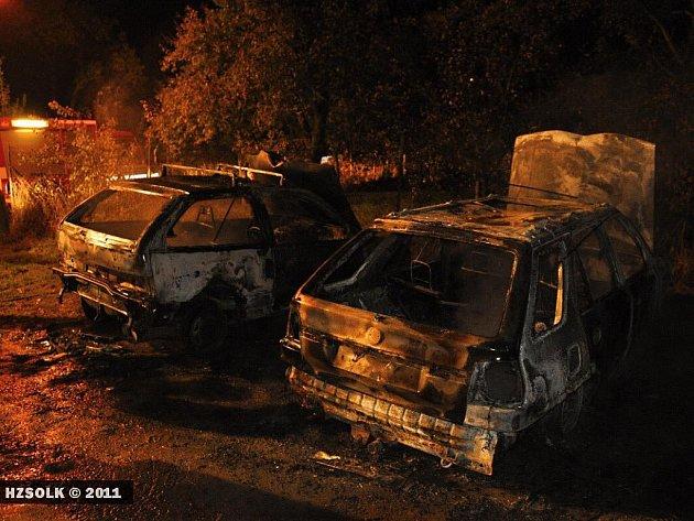 Požár dvou aut vBohuslávkách