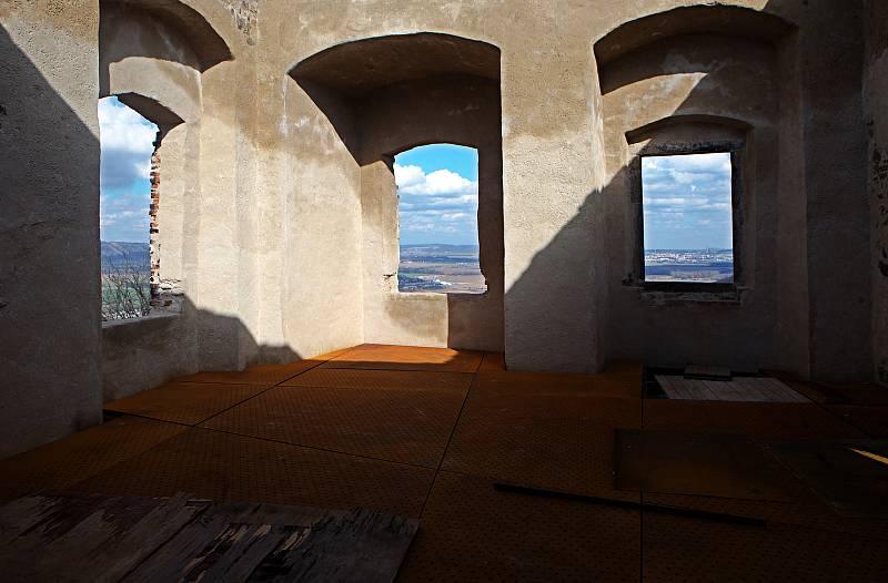 Opravovaný hrad Helfštýn v březnu 2020