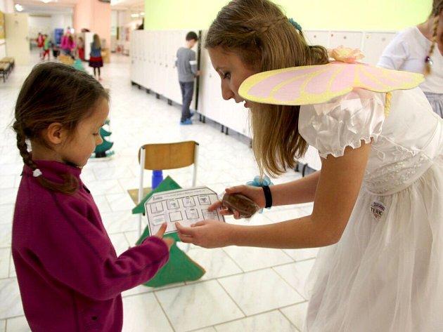 Pohádkové úkoly plnily děti při zápisu do první třidy v Základní škole Trávník v Přerově.