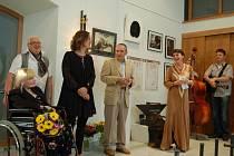 Papež kovářů – tak bývá nazýván významný umělecký kovář Alfred Habermann. Jeho odkazu je věnována výstava, která byla ve čtvrtek slavnostně zahájena v lipnické Galerii Konírna.