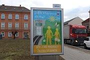 Plakáty tohoto znění jsou vyvěšeny takřka po celém Přerově. Jsou reakcí radních na rozhodnutí soudu, který zamítl žalobu Dětí Země. Ekologičtí aktivisté blokují stavbu dálnice D1 mezi Říkovicemi a Přerovem.