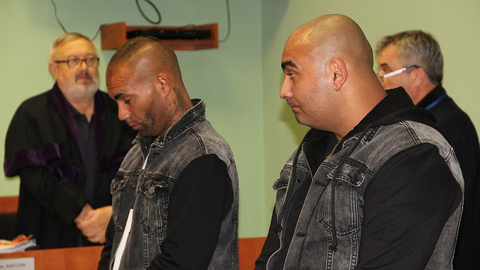 Okresní soud v Přerově potrestal dva útočníky, kteří napadli v prosinci 2019 na náměstí v Kojetíně muže a policistu.