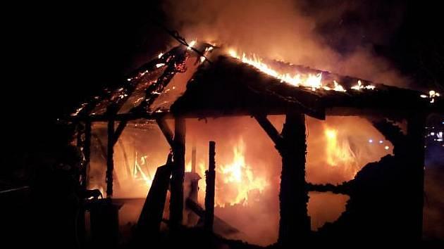Požár garáže ve Staré Vsi